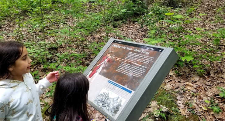 Children reading information about the Battle of Kings Mountain